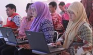 Pelatihan penggunaan komputer bagi perangkat Desa